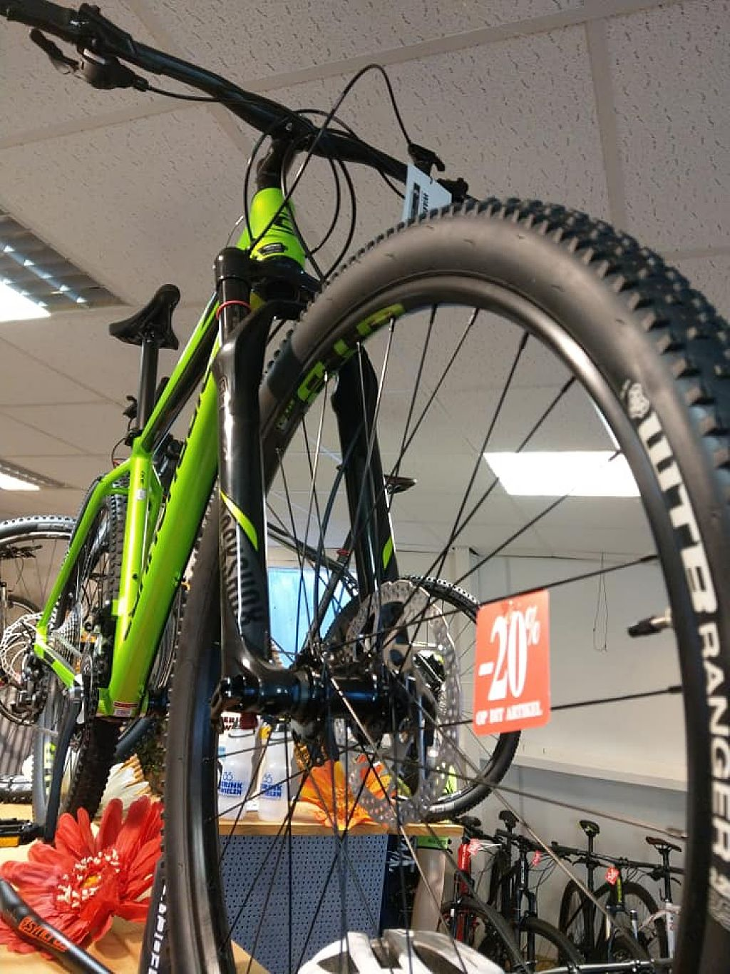 Cannondale OPRUIMING OP ALLE RACE EN MOUNTAINBIKES Kortingen tot 40 PROCENT met I-Brakes